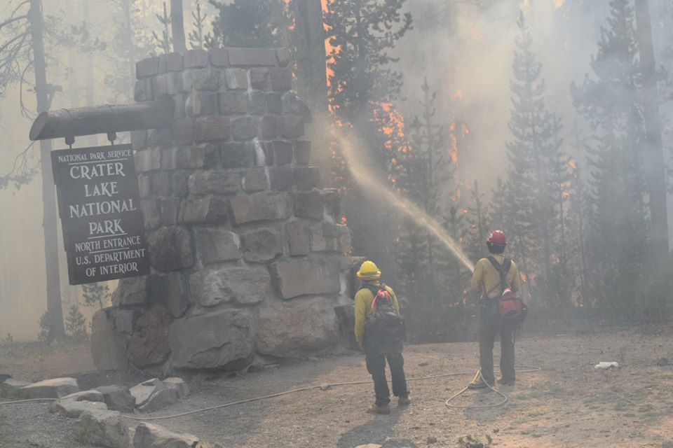 http://www.heraldandnews.com/breaking/fire-updates-crater-lake-north-entrance-closed/article_db5b1a72-49d9-11e5-93b2-77146420d56c.html