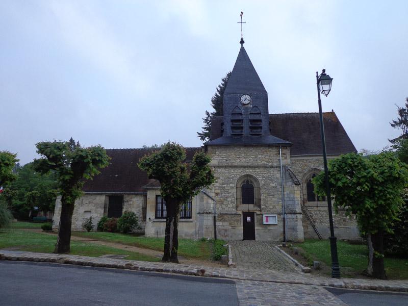 Stealth camping behind the church in Aumont-en-Halatte